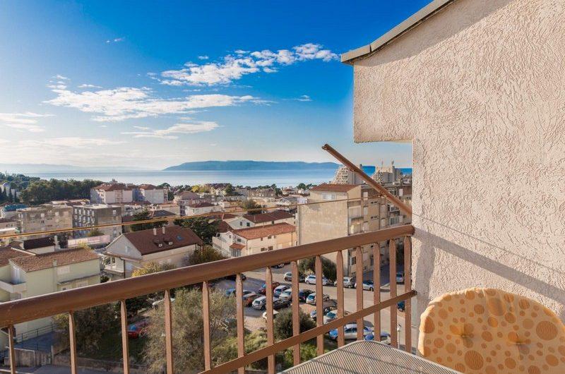 MAKARSKA – izvrstan trosobni dvoetažni penthouse na fantastičnoj lokaciji sa prekrasnim pogledom