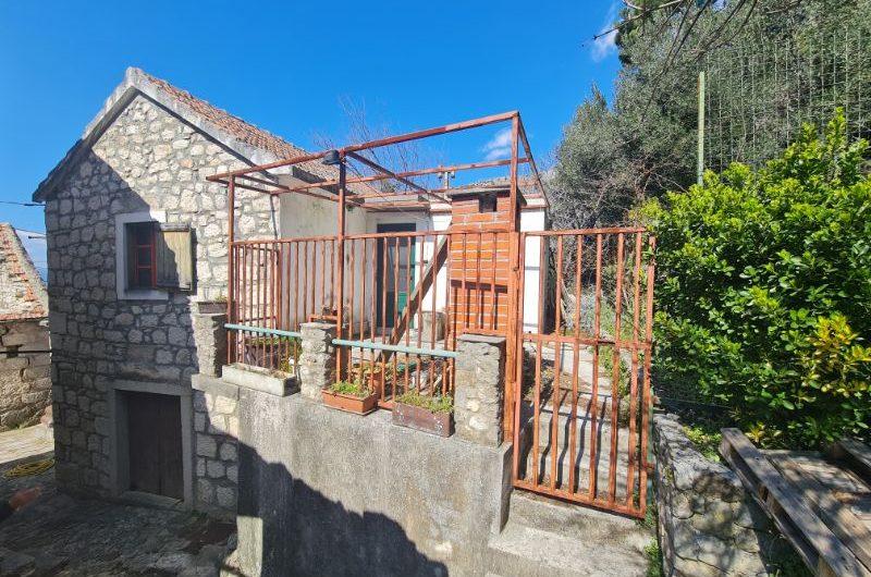 Tučepi kamena kuća
